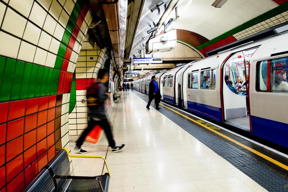Adverts for fast food to be banned by Transport for London