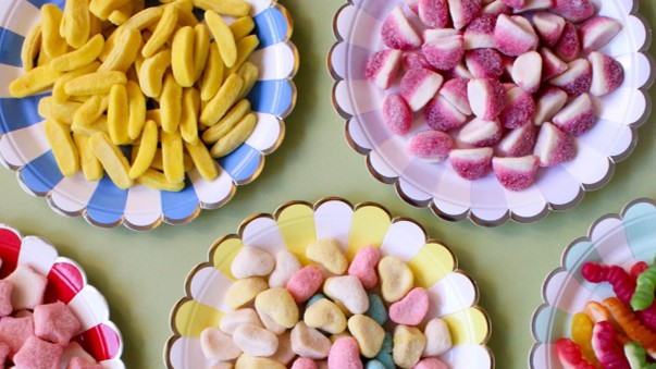 Health groups suggest introducing plain packaging for sweets and crisps